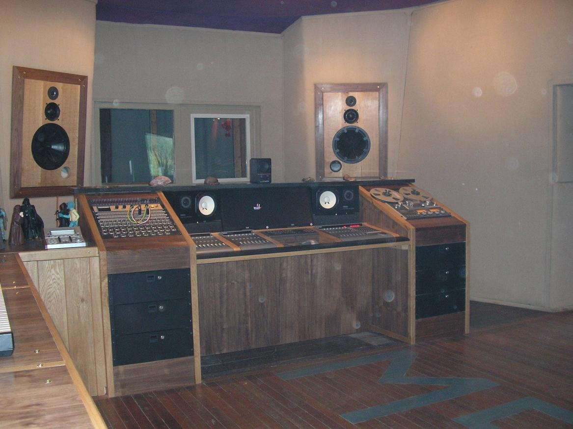 Argosy Style Console Desk That Fits Mackie Control