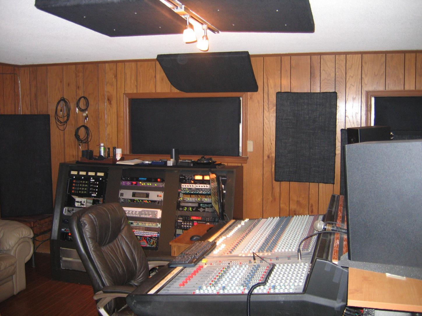 The show me your studio thread 2009 no setup too for Small room 9 paging ground control