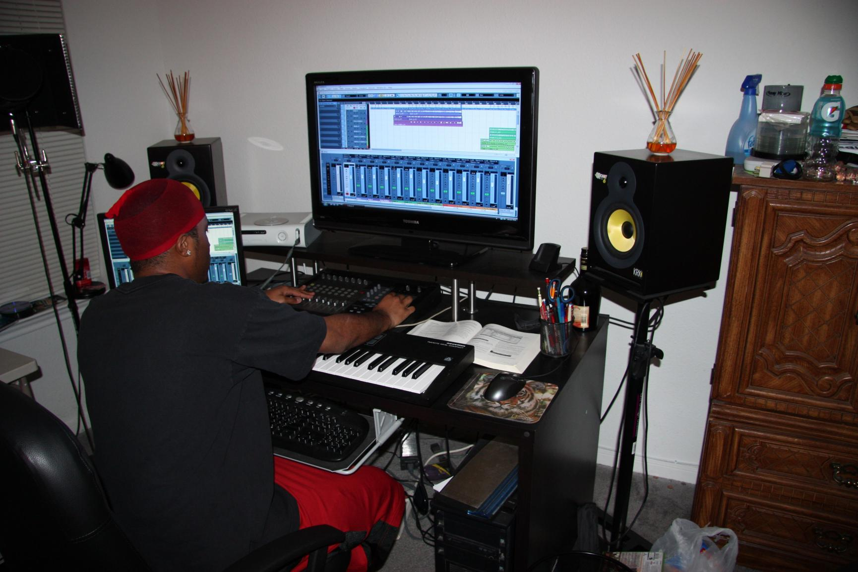 The show me your studio thread 2009 no setup too for House music set