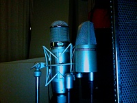 Two microphones for lead vocal better than one?-photo-218.jpg