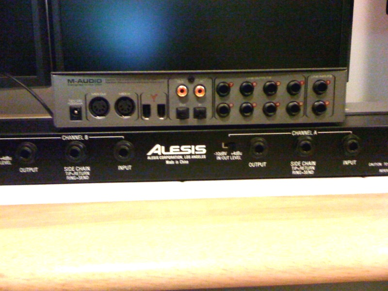 Alesis STUDIO32 User Manual