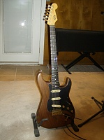 Does anyone out there know a luthier that can do this???-blackmore-strat1.jpg
