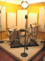 Control room combined w/ tracking room...good idea?-drumriser.jpg