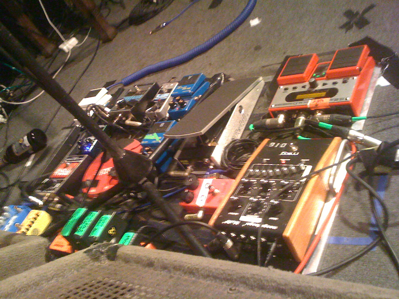 Pedalboards Of Tame Impala Spot The Brands Gearslutz