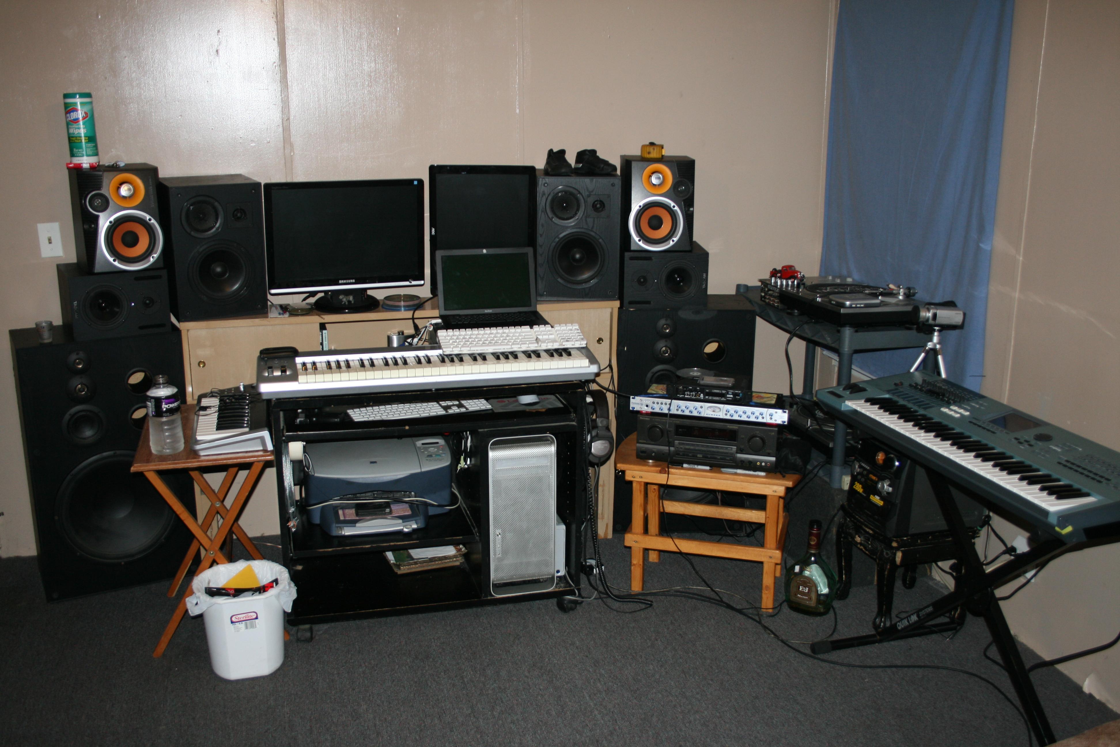 Show me your studio 2011 - no setup too small! - Page 14 ...