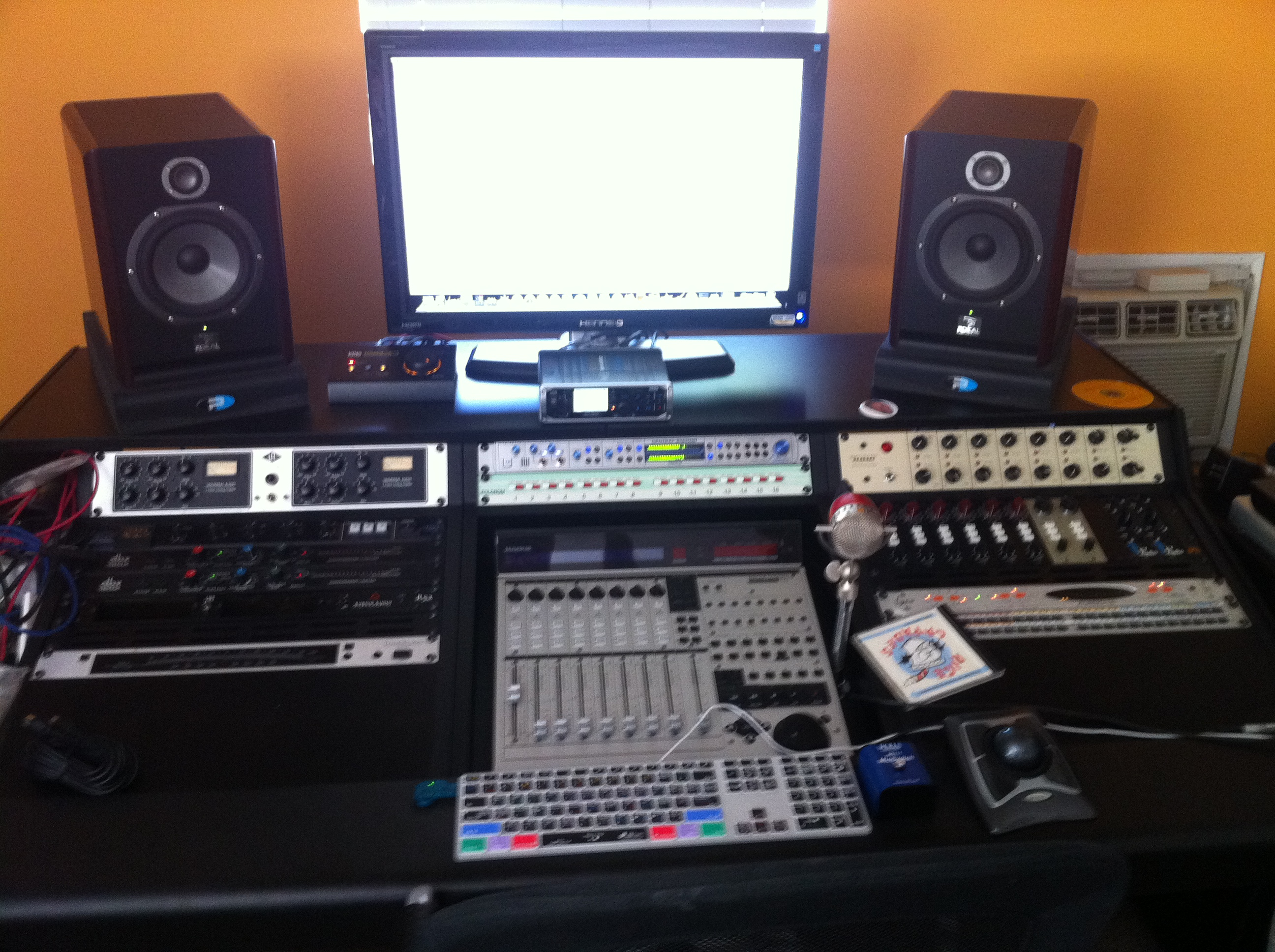 Show me your studio 2011 no setup too small page 16 for House music set
