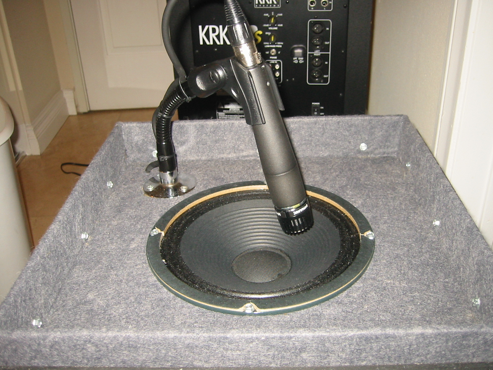 Recording with an amp isolation cabinet - Gearslutz Pro Audio ...