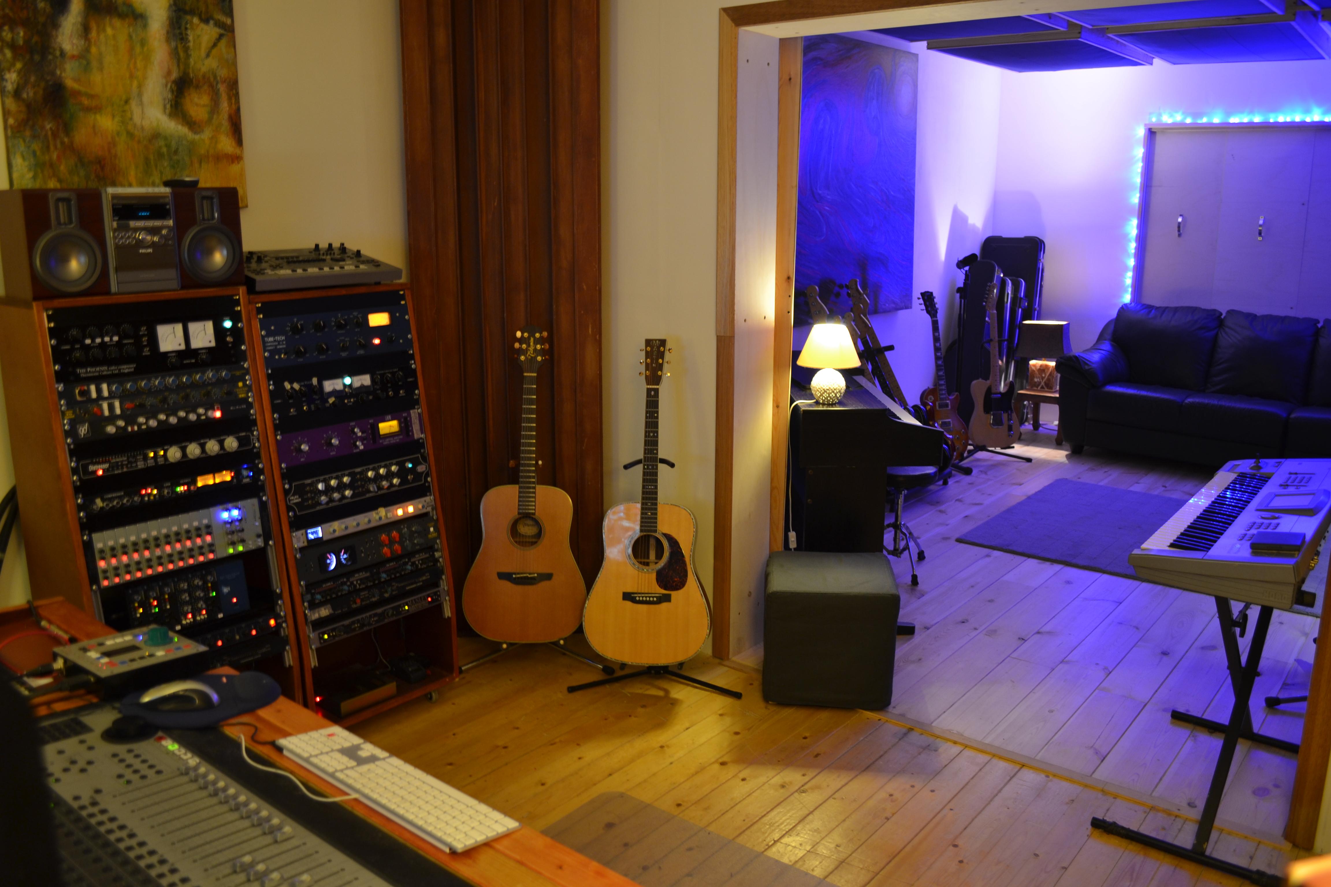 Show Me Your Studio 2011   No Setup Too Small!