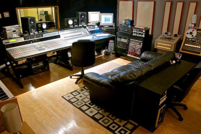 Show Me Your Studio 2011 No Setup Too Small Page 31