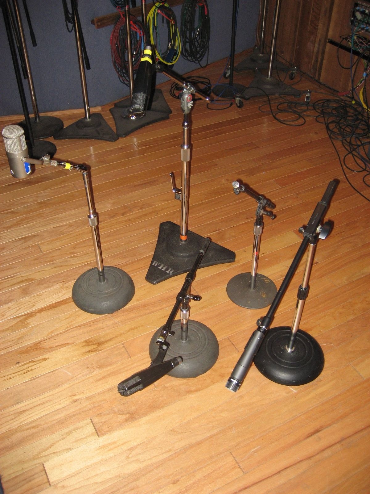 Does a chrome, low-profile, boom mic stand exist ...