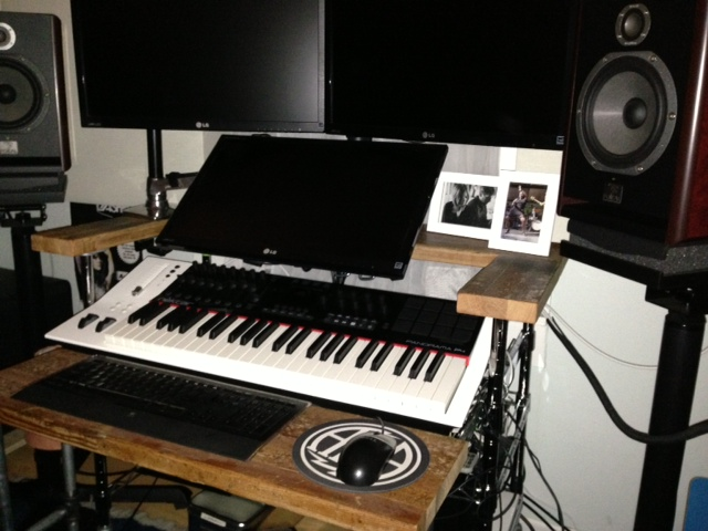 Daw Desk Conflicting Keyboard Placement Photo 2 Jpg
