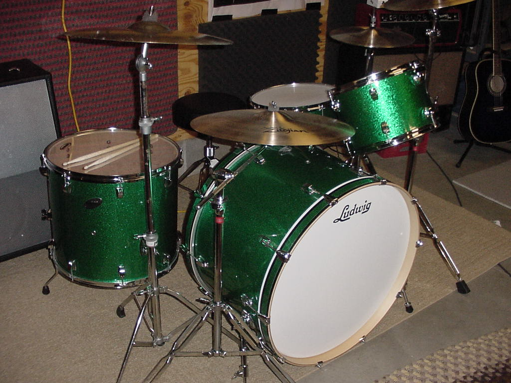 anyone tried the new ludwig classic maple drums. Black Bedroom Furniture Sets. Home Design Ideas