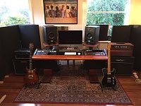 Show us pictures of your DAW workstation/desk set up.-img_6333.jpg