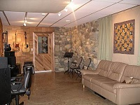 Anyone have a one room studio? Pros and Cons?-room1.jpg