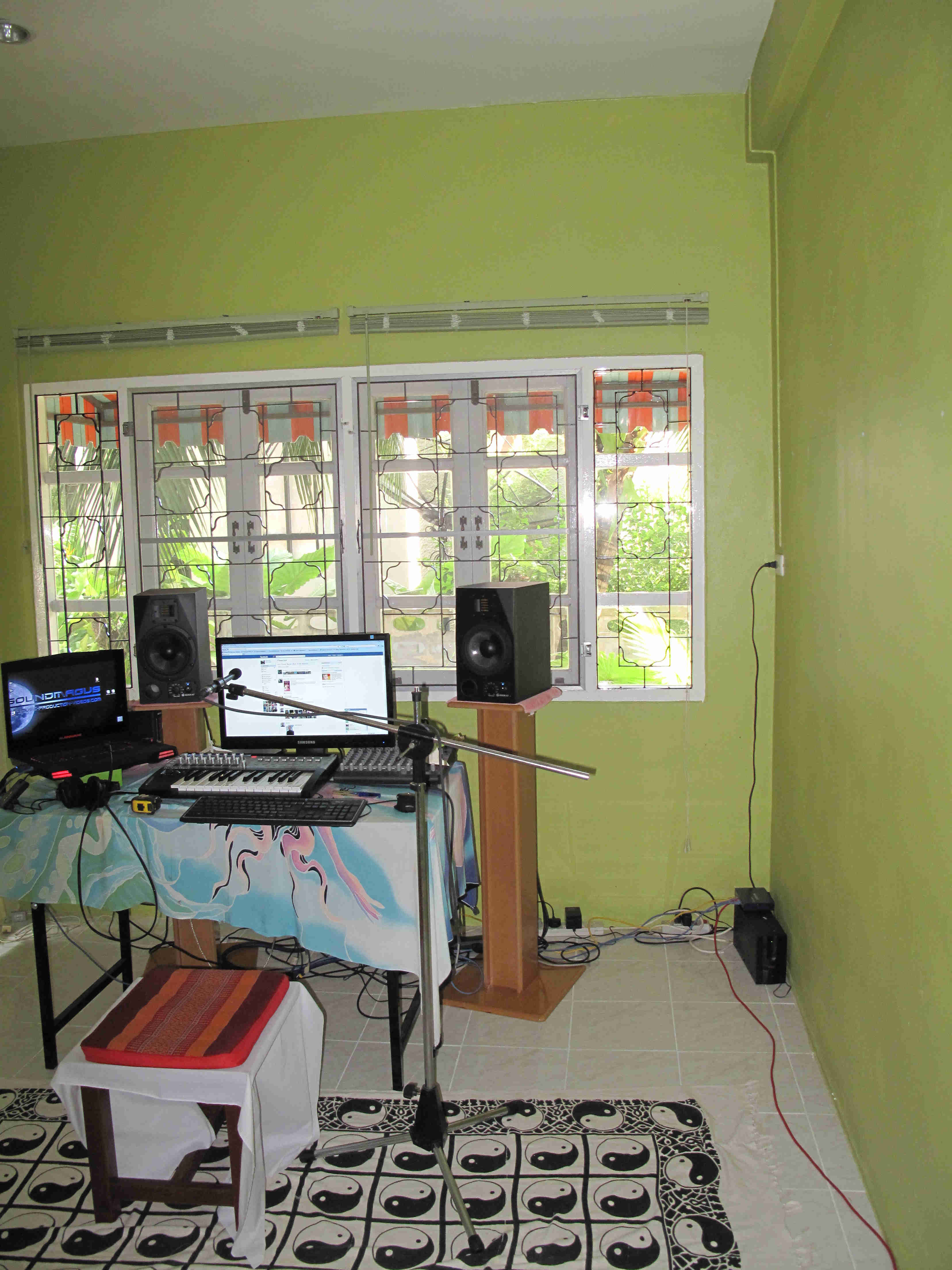 Studio Set Up With Photos Need Assistane Please