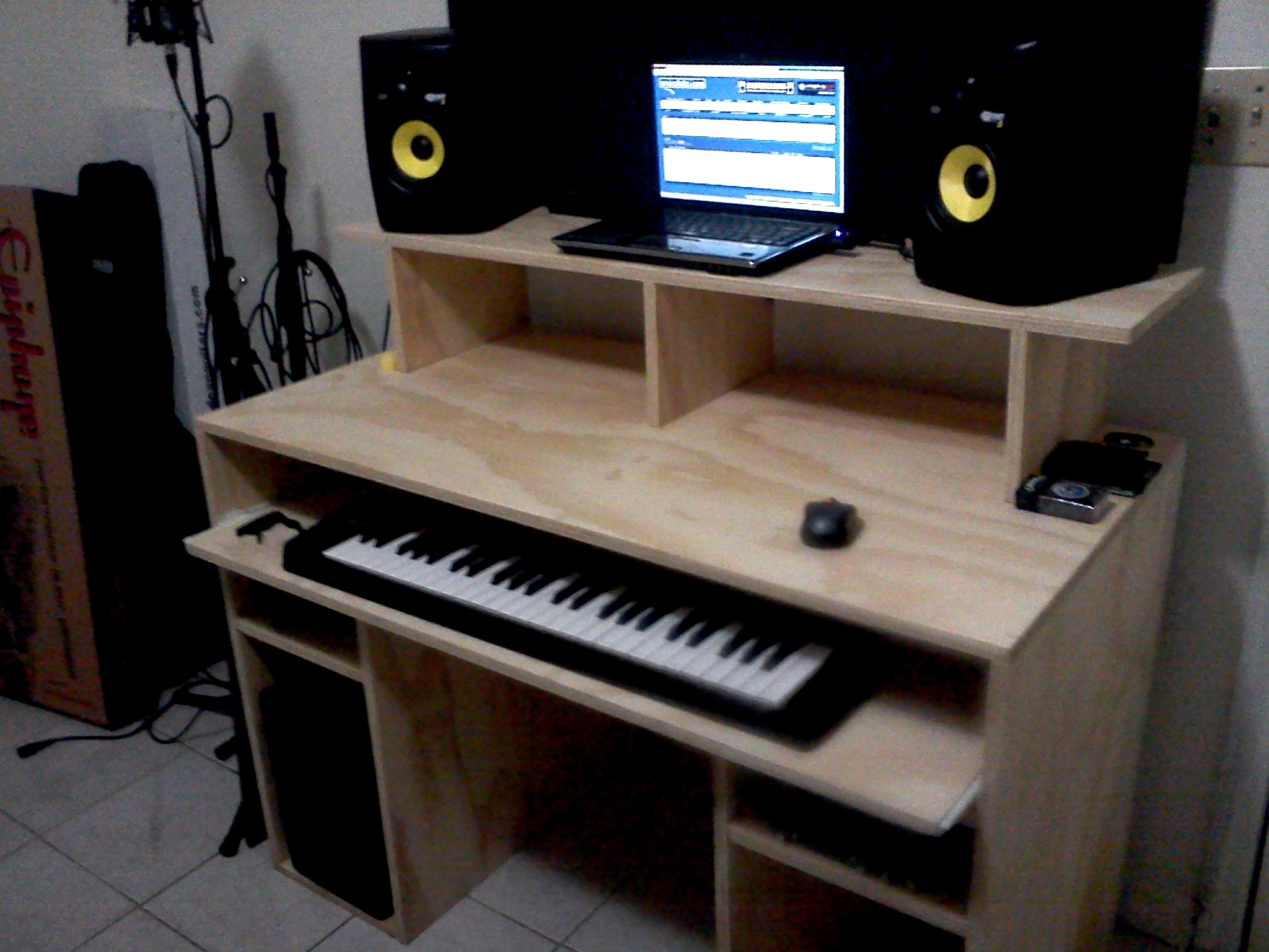 ... enthusiasts, I've just build my Studio Desk and here are some pictures