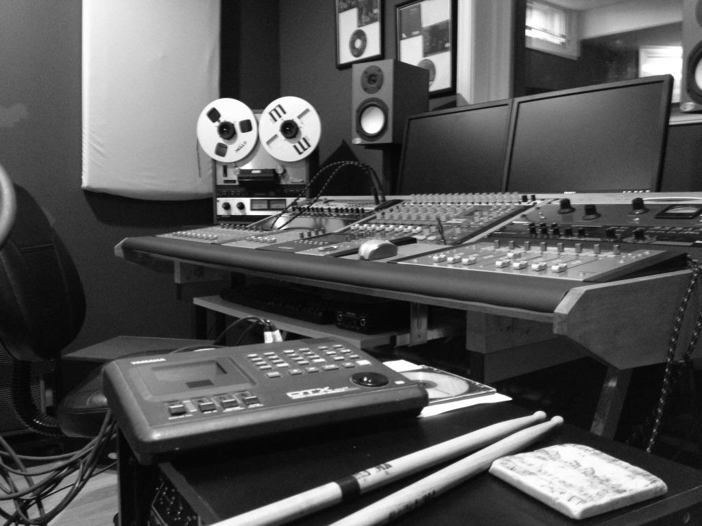 Mixing Desk Design Speaker Stand Imageuploadedbygearz1363467947 853388 Jpg