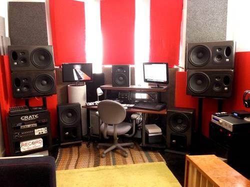 PLacing Studio Monitors On Equipment Rack JBL LSR32 Mixing Master Main