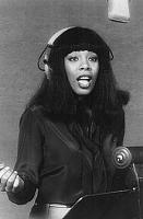 """So what IS the """"best"""" vocal mic?-220px-donna_summer_1977.jpg"""